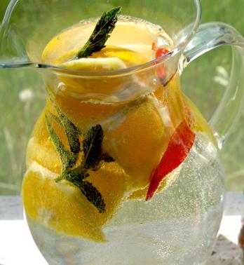 Orangen-Chili-Wasser