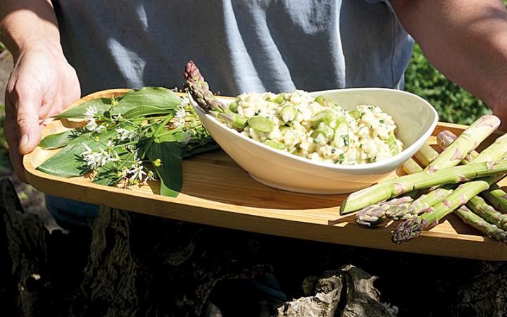 baerlauch-risotto-mit-gruenem-spargel